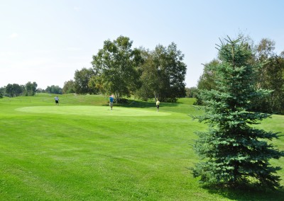 Golfers enjoying Forest Ridge Golf & Country Club in Chelmsford, Greater Sudbury