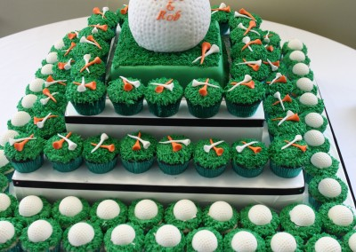 Forest Ridge Golf & Country Club - Custom golf wedding cake cupcakes.